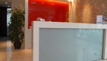 vách kính màu văn phòng