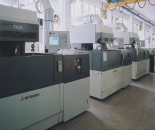 Dây chuyền sản xuất Nhôm Xingfa cao cấp 4