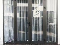 cửa đi mở quay 2 cánh kết hợp rèm