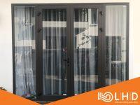 cửa nhôm xingfa 2 cánh mở quay kết hợp vách kính