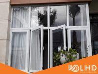 cửa sổ mở quay 4 cánh nhôm xingfa trắng