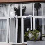 cửa sổ mở quay 4 cánh nhôm xingfa màu trắng