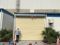lắp đặt cửa cuốn tấm liền series 4 màu vàng kem tại KCN bắc thăng long
