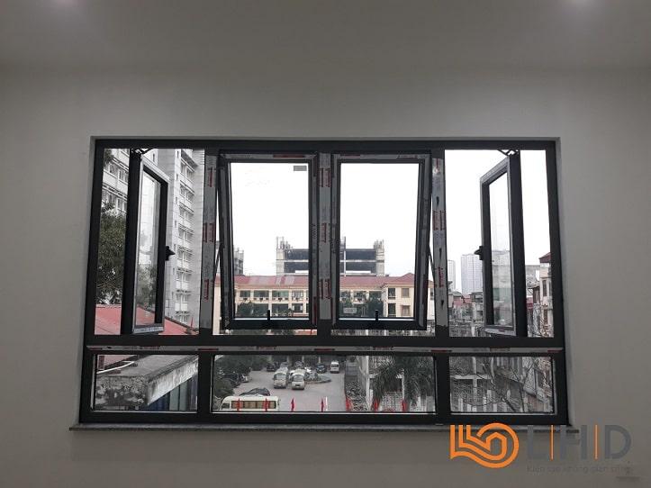 cửa sổ mở quay kết hợp mở hất và vách kính xingfa