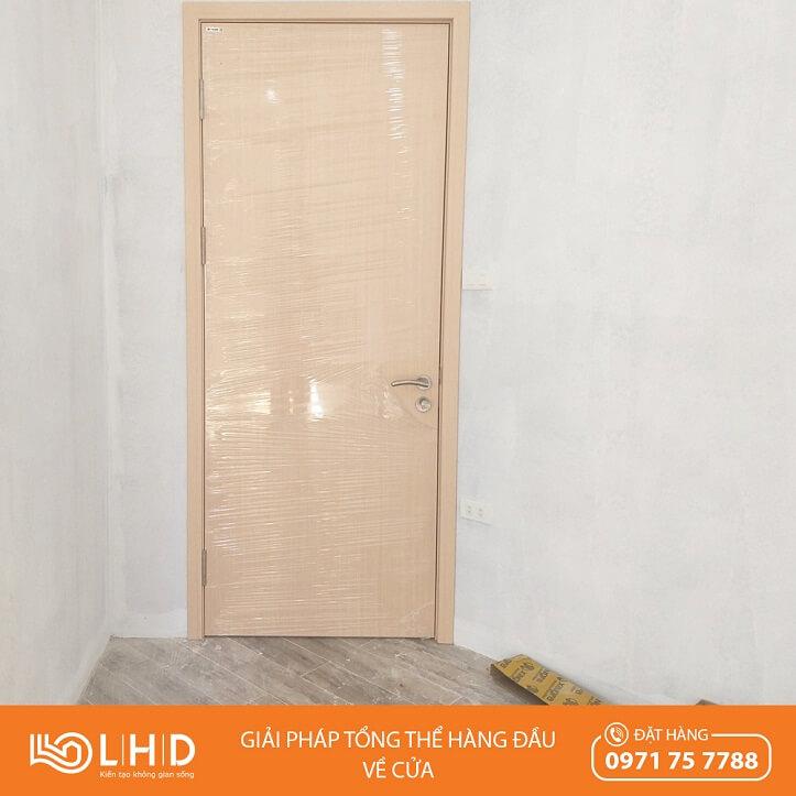 lắp đặt cửa gỗ huge duratek tại yên nghĩa hà đông