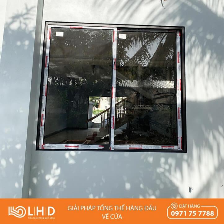 lắp đặt cửa nhôm xingfa kính hộp nan trang trí tại hậu lộc thanh hóa cửa sổ mở lùa 2 cánh